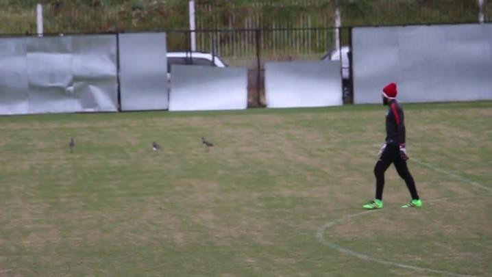 Danilo Fernandes participa de coletivo com os reservas do Inter