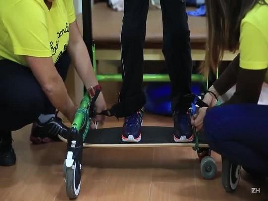 Projeto cria skate adaptado para crianças com deficiência