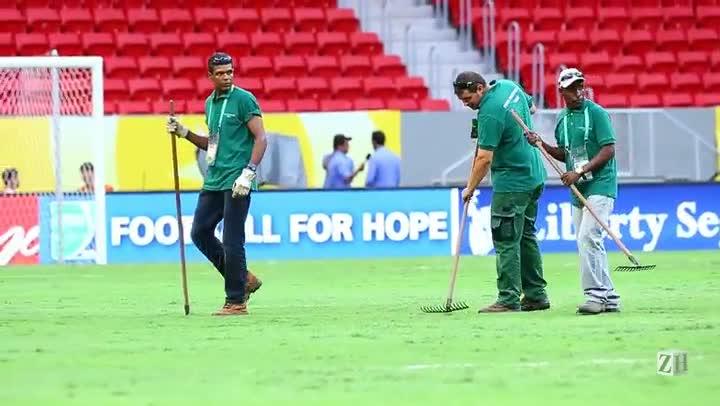 No Ataque: as condições do gramado do Estádio Mané Garrincha, em Brasília