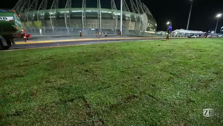 No Ataque: obras inacabadas em frente a estádio da Copa das Confederações