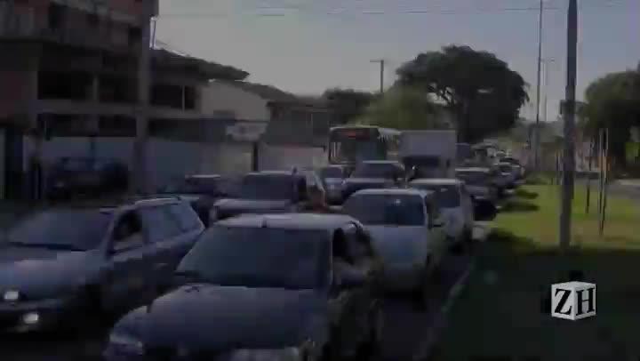 Corredor de ônibus na Zona Sul divide motoristas e usuários de ônibus