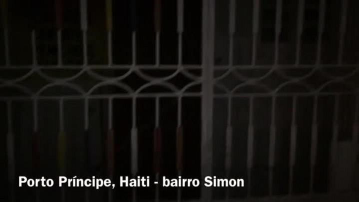 """Energia elétrica é considerada \""""artigo de luxo\"""" na capital do Haiti; veja imagens"""