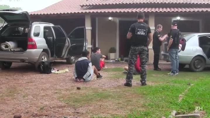 Polícia prende ladrões que roubavam carros de luxo em centros comerciais em Canoas