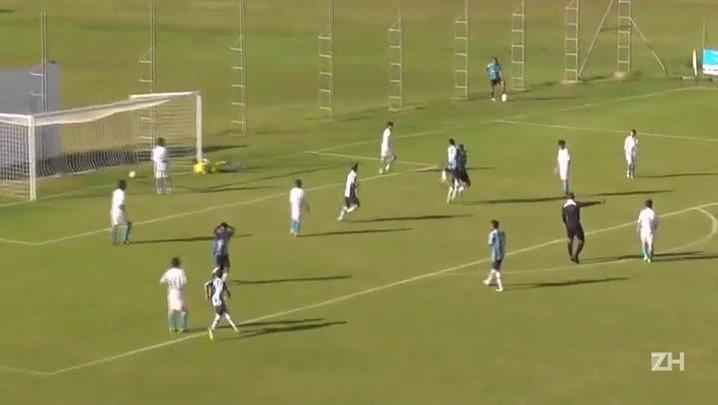 Jovem do sub-14 do Grêmio marca golaço em campeonato estadual