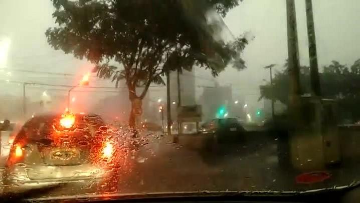 VÍDEO: temporal com granizo deixa cerca de 20% de Joinville sem luz