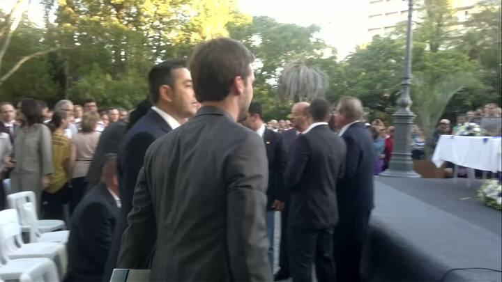 Eduardo Leite chega à praça para ser empossado em Pelotas