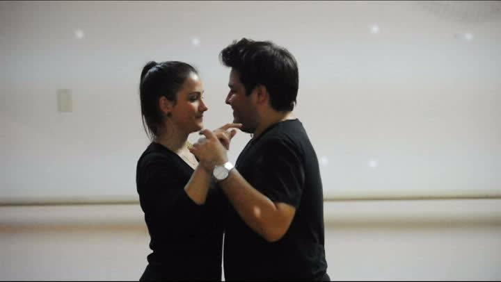 Casal prepara coreografia especial para festa de casamento