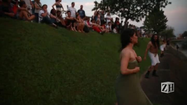 Veja cenas da apresentação teatral no Arroio Dilúvio