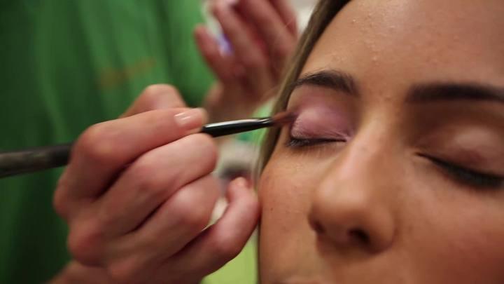 Donna - Aprenda a fazer uma maquiagem 2 em 1