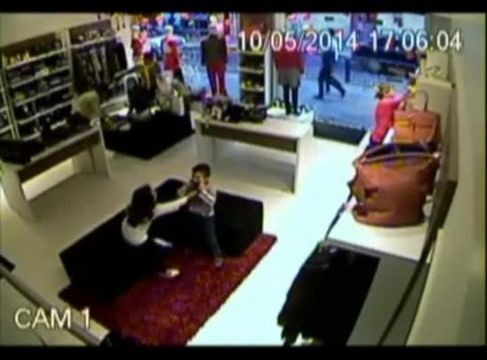 Câmera flagra furto em loja de Santa Maria