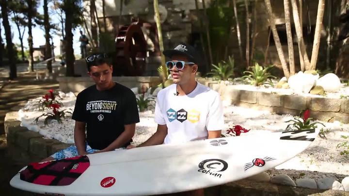 Surfista cego experimenta ondas e ladeiras de Florianópolis