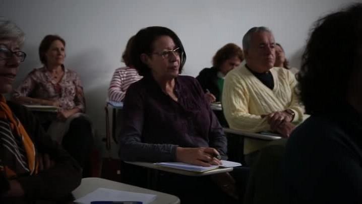 Conheça o Projeto Cinedebate, atividade desenvolvida para a terceira idade