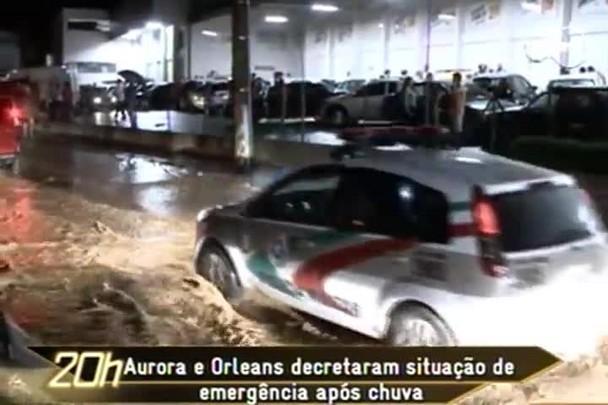 TVCOM 20h - Aurora e Orleans decretaram situação de emergência após chuva - 10.1.15