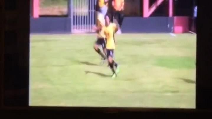 Valdívia faz golaço de falta na Copa SP de 2012