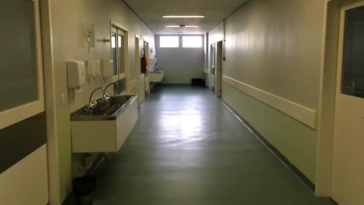 Percorra os corredores do hospital de Guaíba que está pronto e ainda não abriu