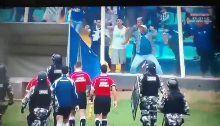 Torcedores avaianos se exaltam com a abitragem no jogo contra o Vasco
