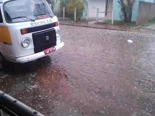 Morador registra chuva de granizo em Tupanciretã