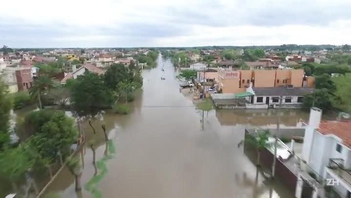 Imagens aéreas mostram enchente na região da Praia do Laranjal, em Pelotas