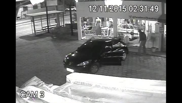 Assaltantes roubam loja no bairro Rio Tavares