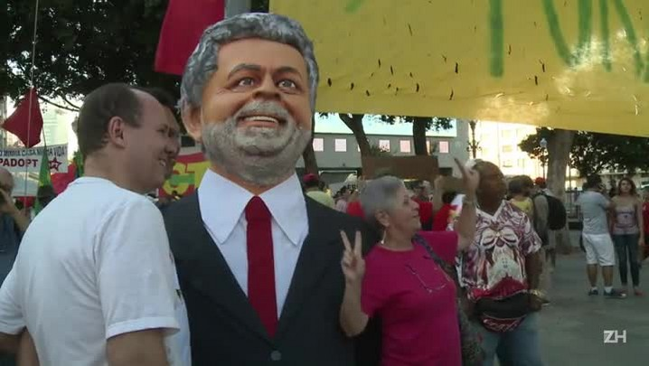 Manifestantes criticam mídia no Rio