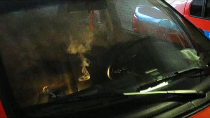 Peritos coletam amostras em carros de taxistas assassinados