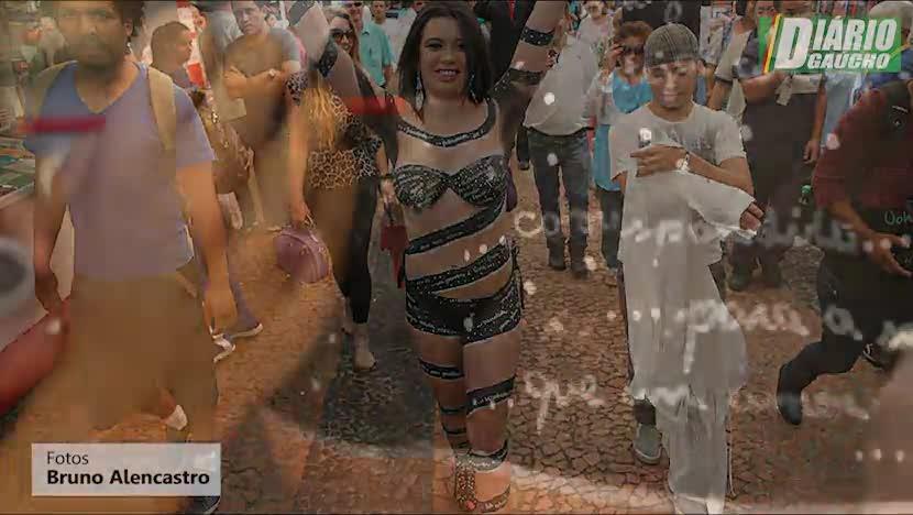 Peladona da Alfândega: A onda das mulheres que tiram a roupa em público pela fama