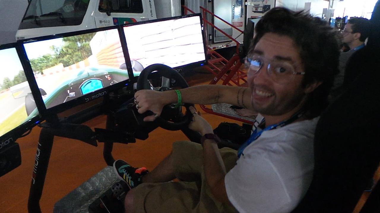 Kzuka na Campus: Capu testa simulador de corrida