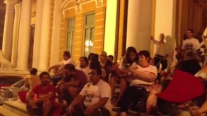 Acorrentados na prefeitura da Capital apoiam greve dos rodoviários