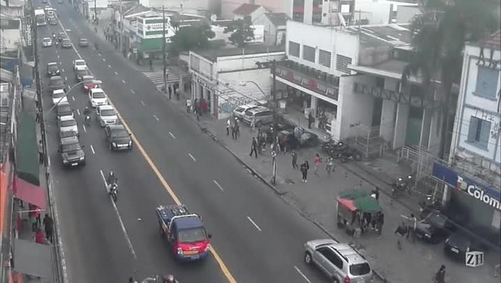 Infrações de trânsito: pedestres fora da faixa de segurança