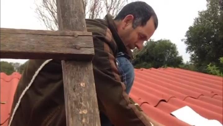 Moradores tentam recuperar estragos causados pelo granizo em Santiago