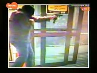 TVCOM 20 Horas - Tentativa de assalto a carro forte acaba em tiroteio no Bom Fim. Polícia tenta identificar os criminosos - Bloco 1 - 26/09/2014