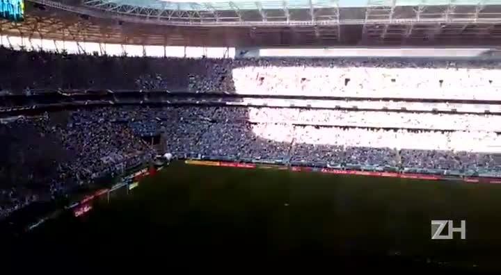 Shana Müller canta hino Rio-Grandense