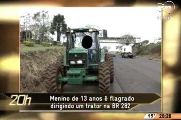 TVCOM 20 Horas - Menino de 13 anos é flagrado dirigindo um trator na BR 282 - 23.06.15