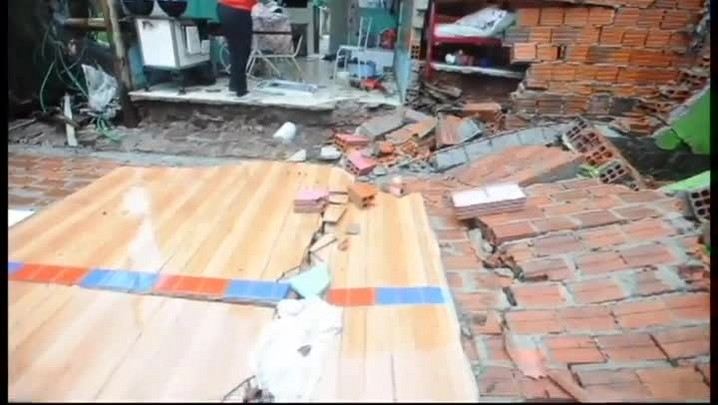 Família de Itaara tem parede de casa levada pela força da chuva