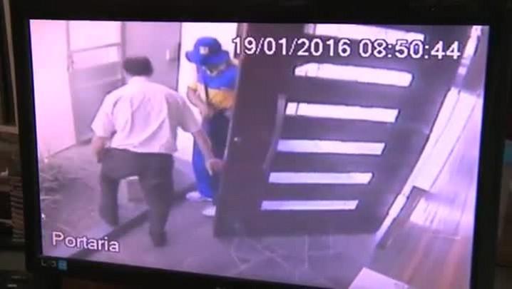Ladrões se passam por funcionários dos Correios para entrar em prédio de Santa Maria
