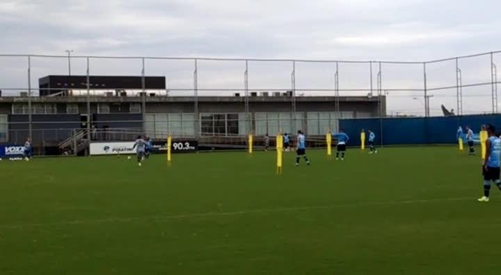 Grêmio faz trabalho de movimentação no CT Luiz Carvalho