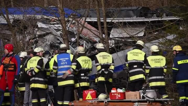 Choque de trens deixa mortos na Alemanha