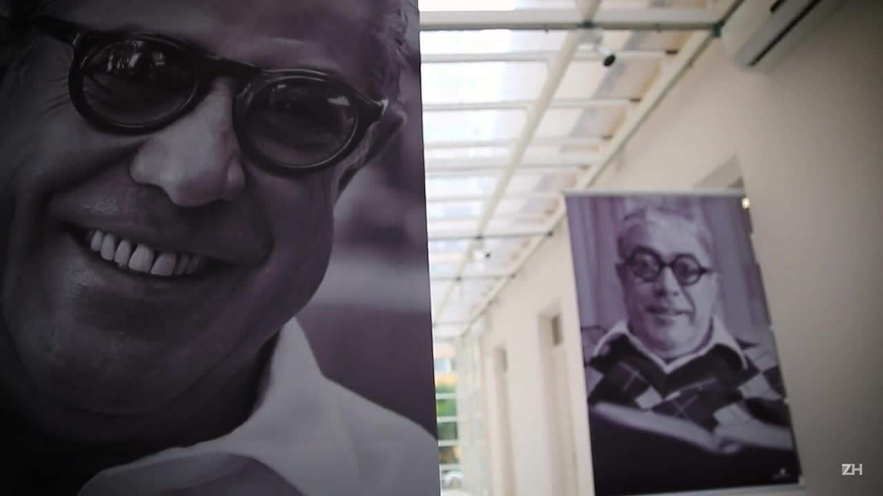 """Conheça a exposição \""""Eu lustro Urbim\"""", homenagem ao escritor Carlos Urbim"""