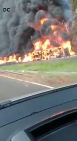Caminh�o pega fogo na SC-480 em Chapec�