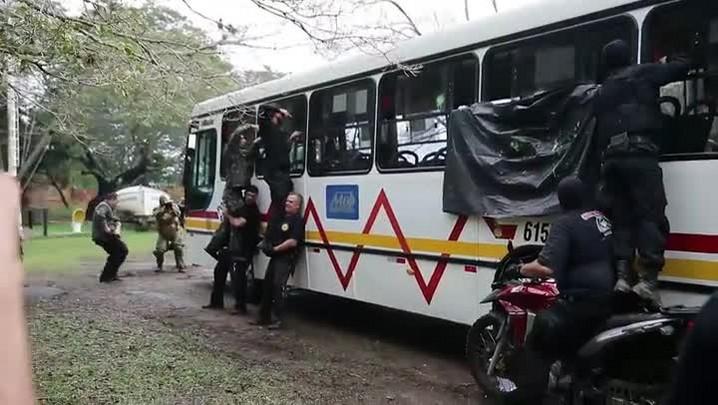 Curso ensina técnicas para libertar reféns em ônibus