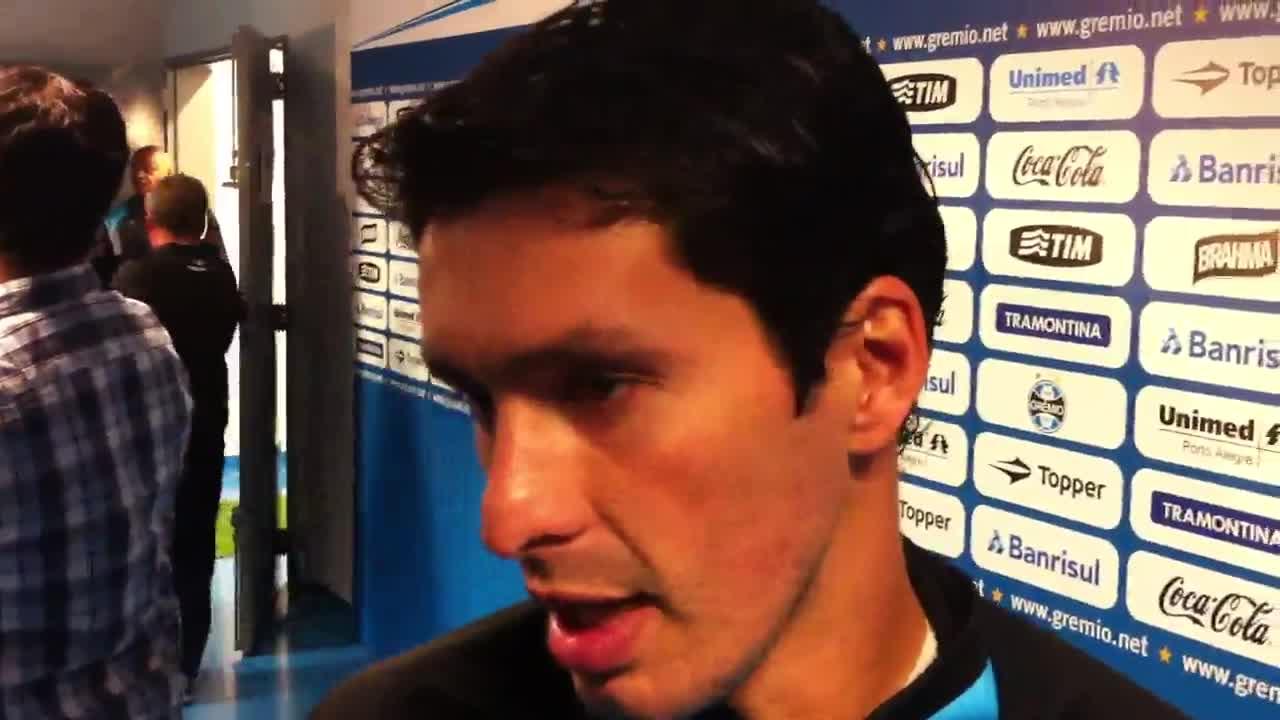 Confira como são as entrevistas na zona mista da Arena - 02/10/2013