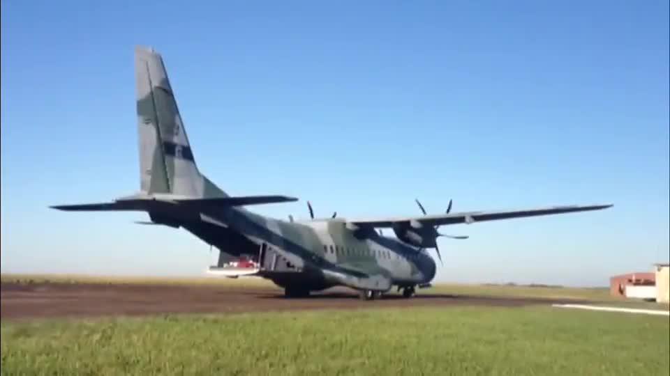 Restos mortais de João Goulart deixam São Borja com destino a Brasília - 14/11/2013