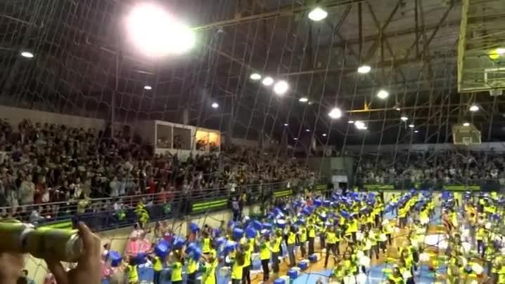Alunos do Colégio Machado de Assis participam de batuque para entrar no Guinness