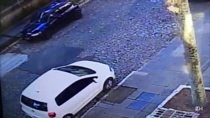 Câmeras de segurança flagram roubo a veículo na Zona Norte da Capital