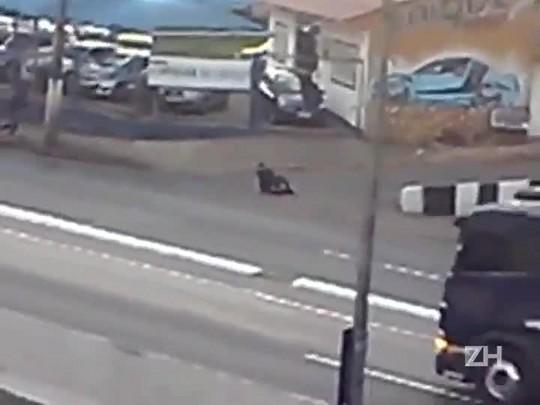 Imagens mostram suspeito após tiroteio em Canoas