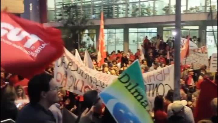 Manifestantes protestam em apoio ao governo Dilma, na capital