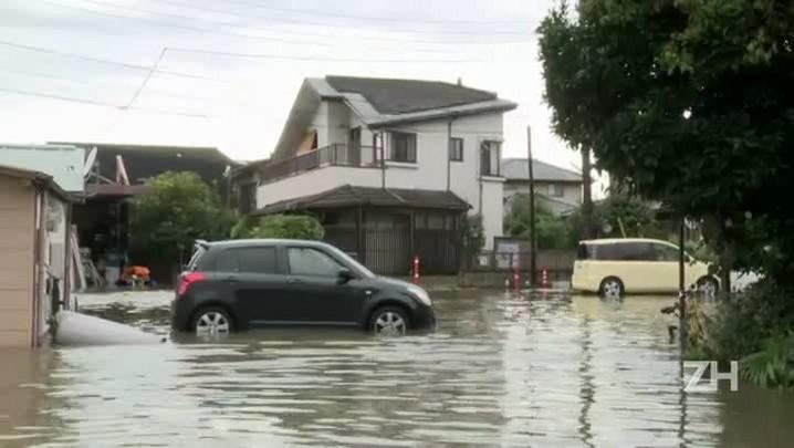 Japão enfrenta inundações após passagem de tufão