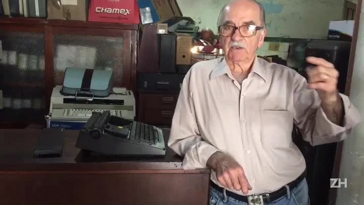 Técnico conserta máquinas de escrever há 44 anos