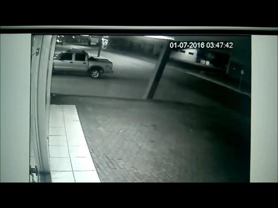 Confira o momento do acidente na rua Santa Catarina