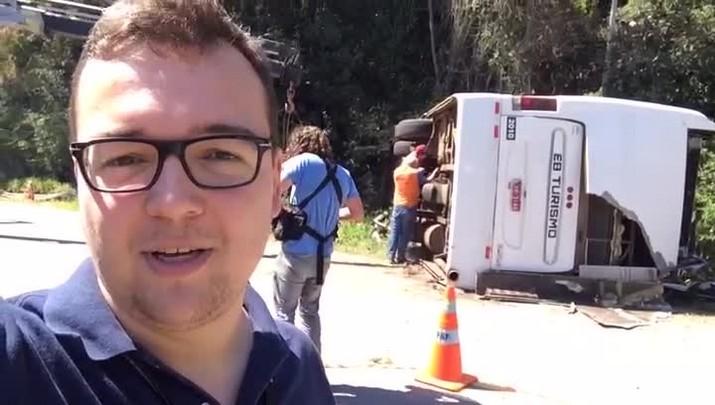 Repórter mostra local onde ônibus tombou na BR-282